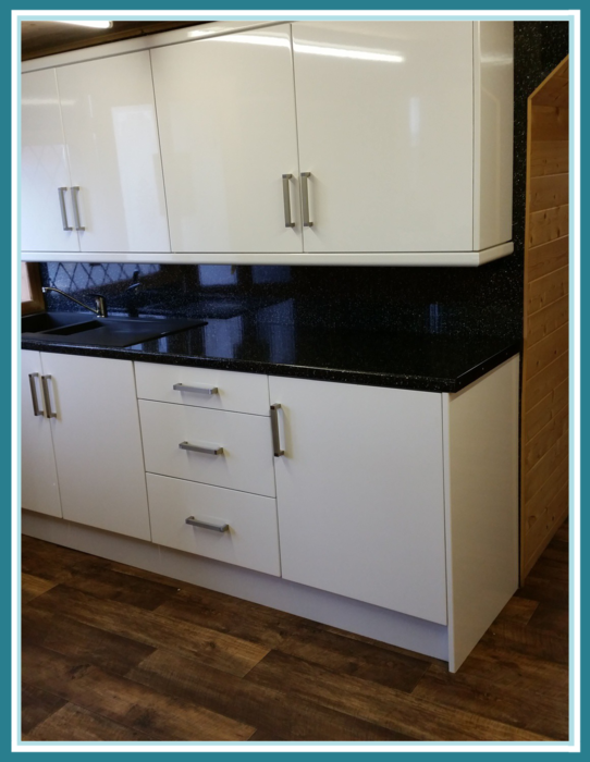 Discount hunters kitchen centre cornice pelmet plinths for Kitchen units without plinths